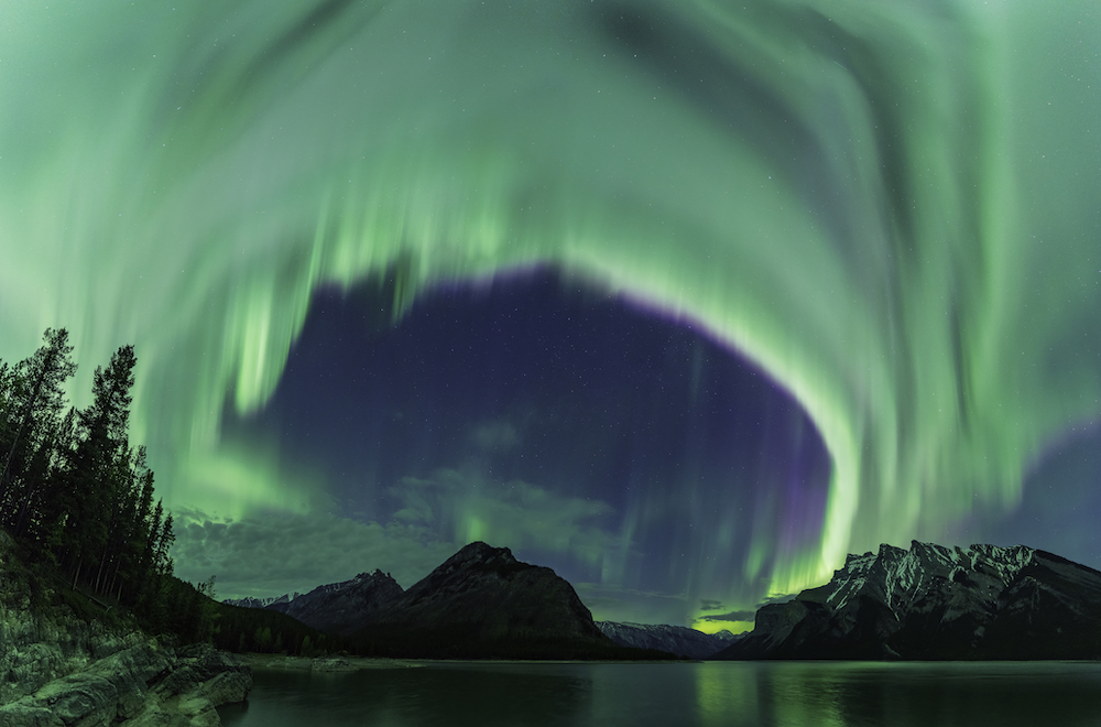 Mike Mezeul II Finds the Perfect Lighting for the Northern Lights | PDNedu